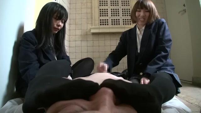 「うわほんとにイッってるきんもー」ドSな痴女JKがM男リーマンをW責め!