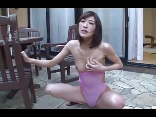 ドMな人妻が膣奥まで届く激しい突きで本気イキ!
