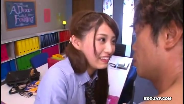 「舐めさせて...」学園のアイドルJKが校内でイチャパコ絶頂