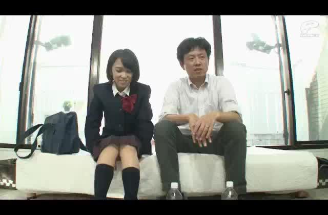 奥様の連れ子のロリJKと義父がカメラの前で中出しセックスする素人ドキュメンタリー