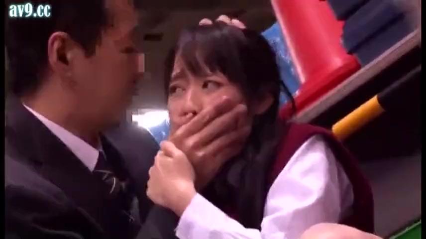 美少女JKが駐輪場で中出しレイプされ泣きながら悶える!
