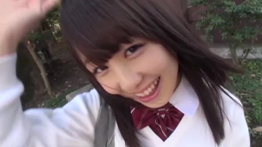 笑顔が眩しい激カワ女子校生にホテルでたっぷり中出し!