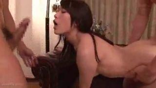 【レイプエロ動画】二人組の男達が家に入って来て襲われる巨乳の人妻w