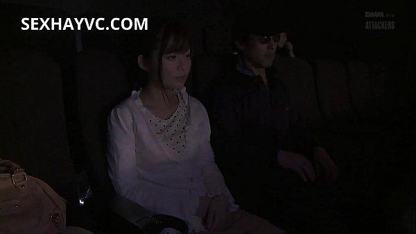 【人妻】映画館で痴漢されてそのままレイプされちゃった人妻