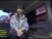 【素人】素人妻をナンパして車に連れ込みフェラ