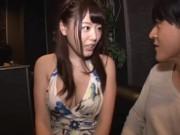 ロケット乳のキャバ娘・浜崎真緒に店内でチンポ挿入→我慢できずに中出しフィニッシュ!