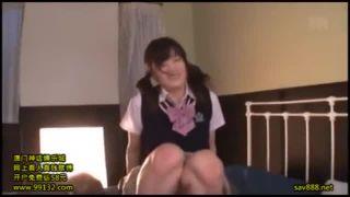 制服姿のおっぱい女子学生が変態のおとこを優しく授乳手コキでザーメン絞り