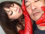 【お姉さん】エナメルグローブで乳首を舐めながら手コキしてくれる美女