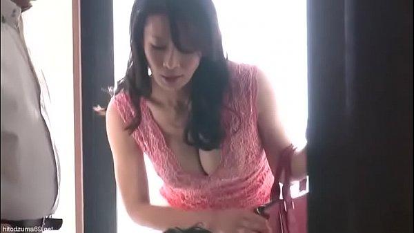 夫婦で物件を見に来て、脂下がった夫を放っておいて若い不動産屋をストレートに誘惑する変態妻