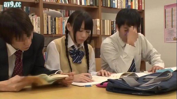 図書館痴漢に耐える女学生→恋人が本を取りに行ったすきにレイプ
