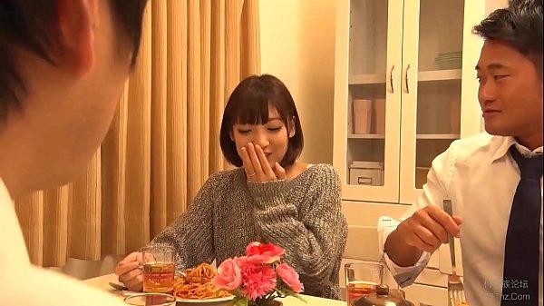 夫が連れてきた同僚に美味しいご飯を振る舞いつつ、自分も美味しく頂く見かけによらずビッチ妻 広瀬うみ