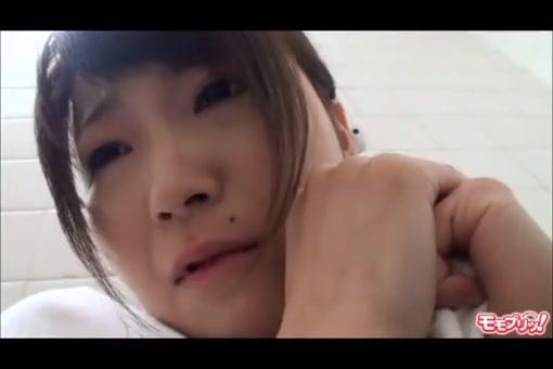 【レイプエロ動画】トイレに入って来た童顔美少女をハサミで脅して犯す