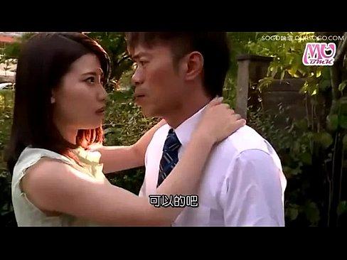 旦那とセックスレスな人妻が若い男を誘惑しハードプレイ!