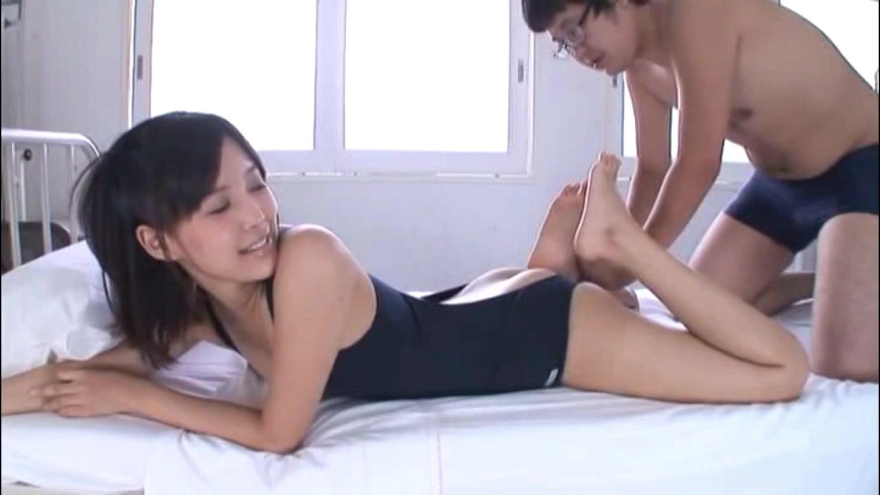 「お尻好きなの?w」ロリ体型の美少女JKが同級生チンポを生尻コキ!
