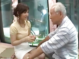 素人OLがMM号乗り込みおじいちゃん相手に優しくご奉仕パコ!