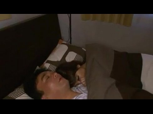 爆乳すぎる妻が朝の目覚ましがわりにセックスしてくれる! hitomi