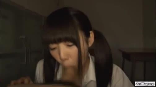 【ハメ撮りエロ動画】童顔ツインテールの美少女にフェラで抜いてもらっちゃうw