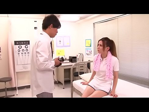 ハーフの美人教師が男子生徒に頼み込まれて断りきれず保健室でハメ撮り開始w