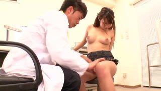診察に来たボイン娘・北川瞳を言いくるめて生チン挿入する天才医師w