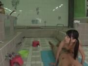 ロリな娘が洗体営業してくれる客の耐えない銭湯