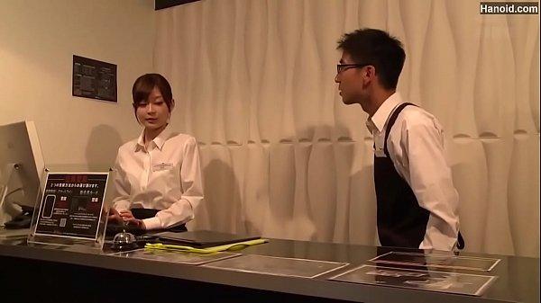 勤務するネカフェの店内で店長にレイプされる美人店員
