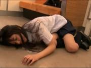 【女子校生】黒髪の美少女JK辻本杏ちゃんが電車内で痴漢→強制イラマに悶絶