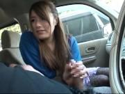 断りきれずに車内で手コキオーラルセックスしてぶっかけに導いてくれたお姉さん