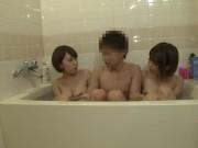 妹2人とお風呂に入ってまさかの近親相姦&3Pファック!なんという乱れっぷり!