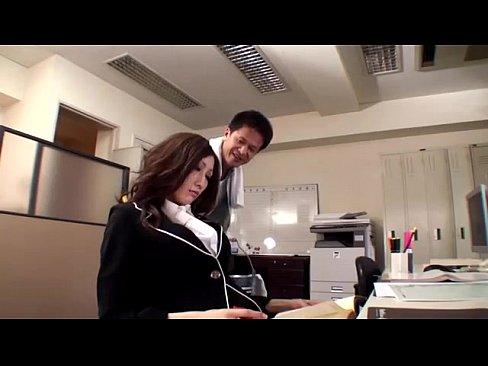 【女教師】「誰か来ちゃう!」 巨乳女教師のJULIAが同僚先生と誰もいない職員室で濃厚SEX!