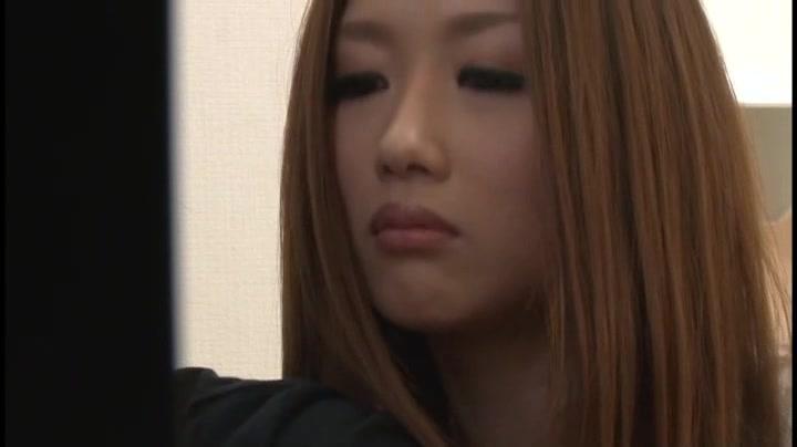 【浮気エロ動画】彼女の友達があまりにも可愛くて誘惑してくるもんだからつい彼女が側にいるのにヤッチャッタw