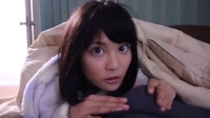 「一回抜いてあげるね」痴女妹・松岡ちなちゃんが朝勃ちんぽをねっとりフェラ!