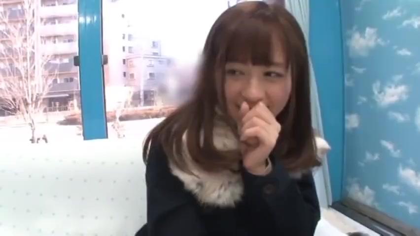 【素人エロ動画】チンコも直視できなかった美女が最後はハメられて感じまくっちゃうw