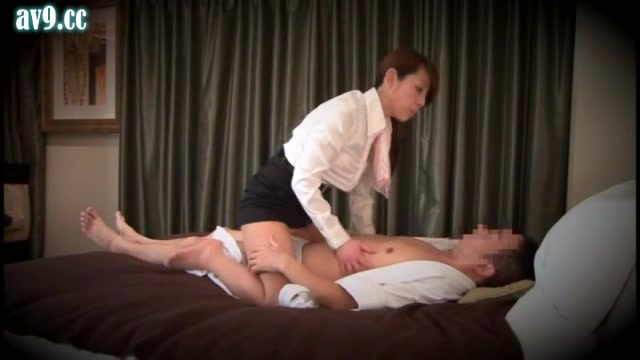 「絶対内緒ですよ」ホテル専属のマッサージ嬢が客に本番行為を迫る一部始終をガチ盗撮