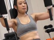 トレーニング中のアスリート美女を更衣室に押し込み即ハメ!