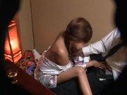 ベロベロに泥酔している客に枕営業するコンパニオン盗撮