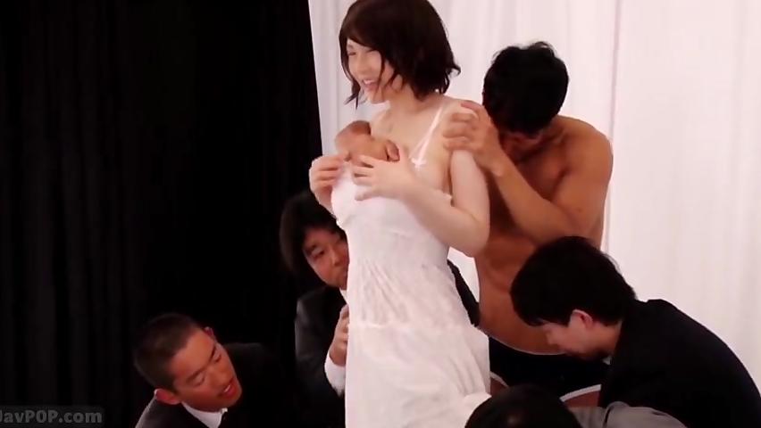 沖田杏梨の発表会で謎のユーザーが飛び入りして中出し乱交!