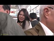 「嫌っ‥やめて下さい‥!」デニム姿の巨乳人妻が満員電車で痴漢レイプ被害に!