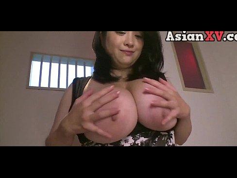 こんなに大きいとブラから溢れるのは不可避の巨乳でパイズリ&顔射セックス
