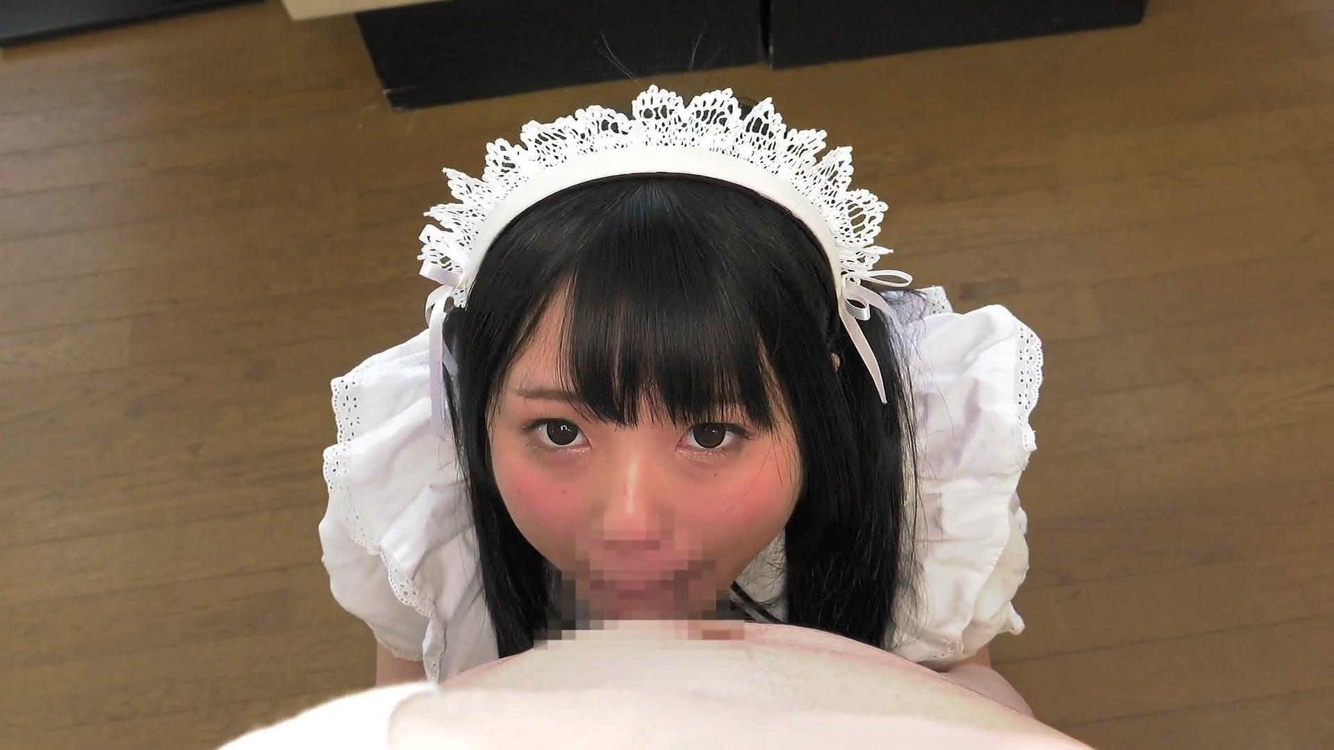 【コスプレエロ動画】可愛いメイドの女の子がご主人様のチンコにご奉仕w