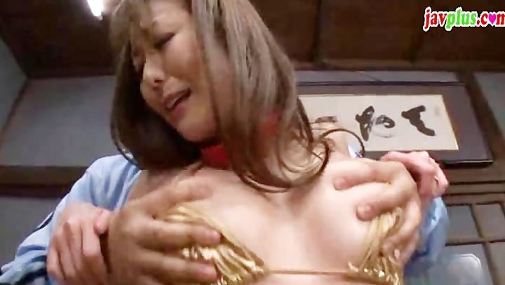 「やめてええぇ!」息子の目の前で首輪を付けられ犯される巨乳妻w