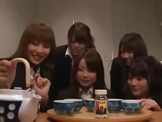 女子社員達が勃起剤入りのお茶を上司達に飲ませ乱交パーティー!