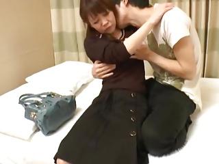 【人妻エロ動画】バックから犯されるのが好きな淫乱熟女