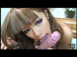 エロ顔の美乳ギャル