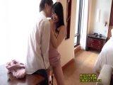 セックス慣れすらしてなさそうな女の子がカメラを前に緊張を見せるが・・・