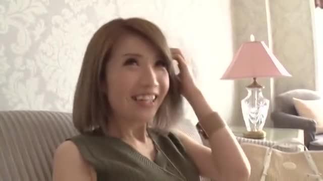 【ギャルエロ動画】恥ずかしがりやな可愛いギャルだがチンコ咥えだしたら激エロw