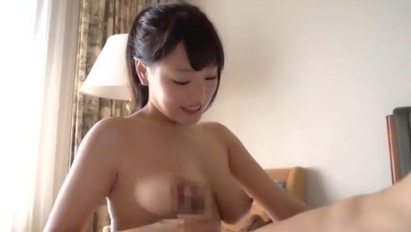 ロリ巨乳浜崎真緒と真っ昼間のホテルでラブパコ!