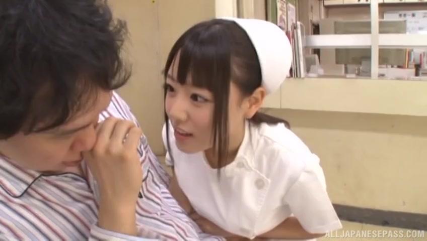 巨乳でド痴女なナースさんが患者チンポをパイズリ足コキ生ハメ奉仕