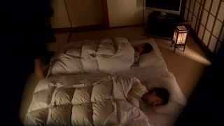 清純なセレブ妻が娘が横に寝ているのに夜這いパコされてマジイキ