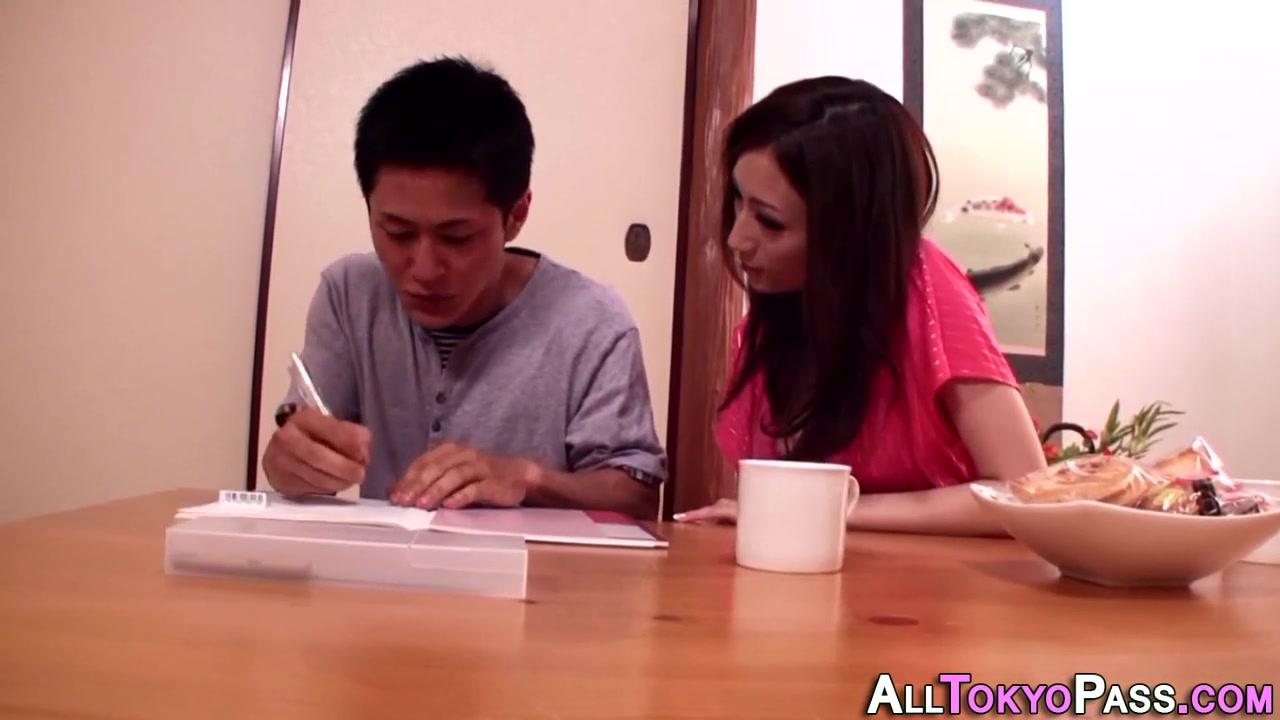 家庭教師・JULIAが若い生徒を細身巨乳のカラダで魅了してSEX