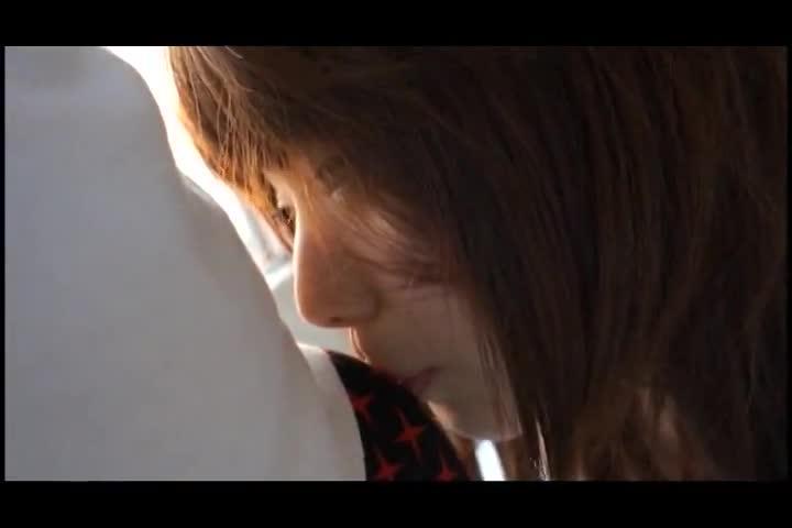 あどけなさ全開の19歳素人美少女がAV撮影で初々しいパコ披露